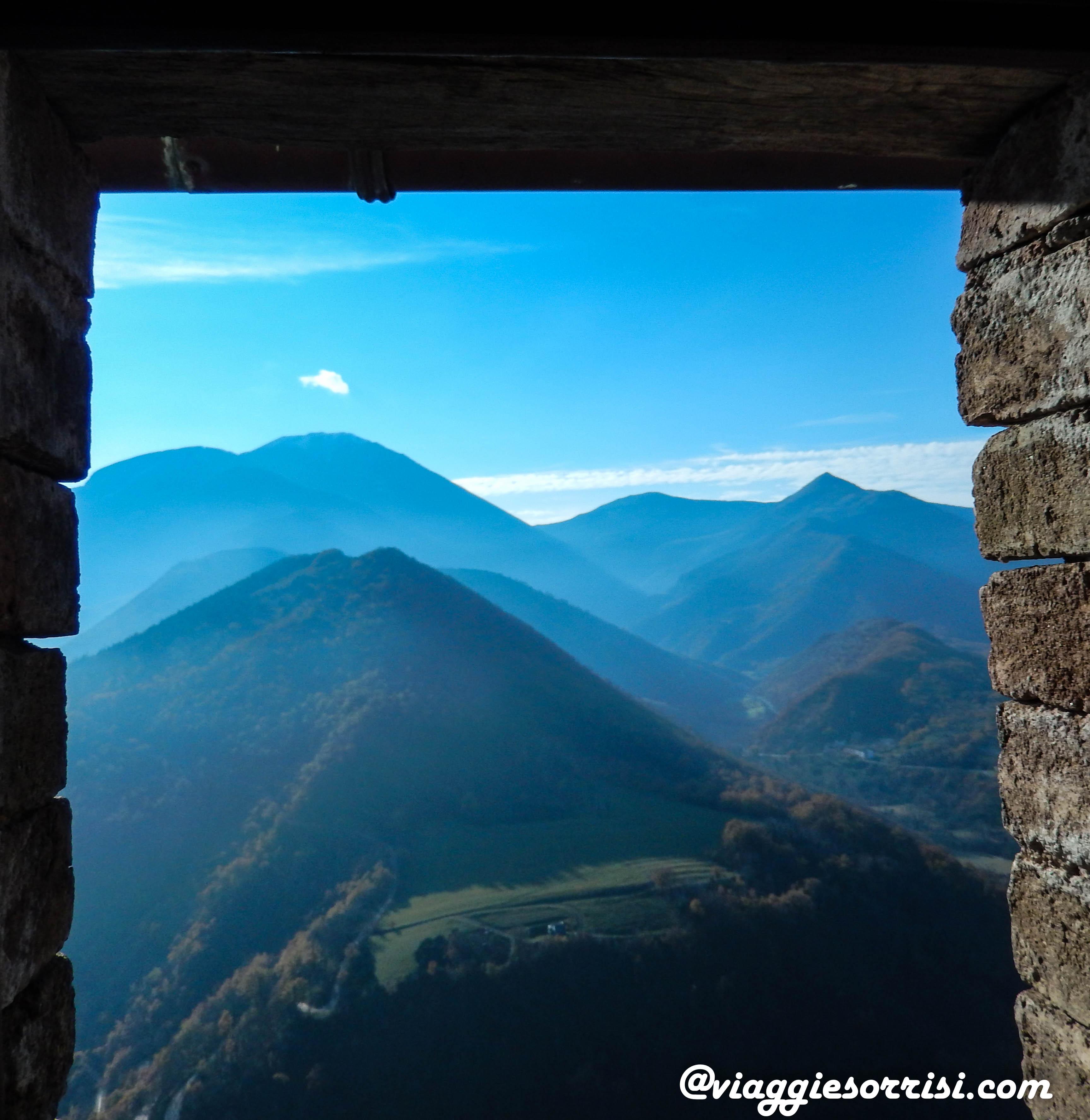 Vista dal castello di Frontone