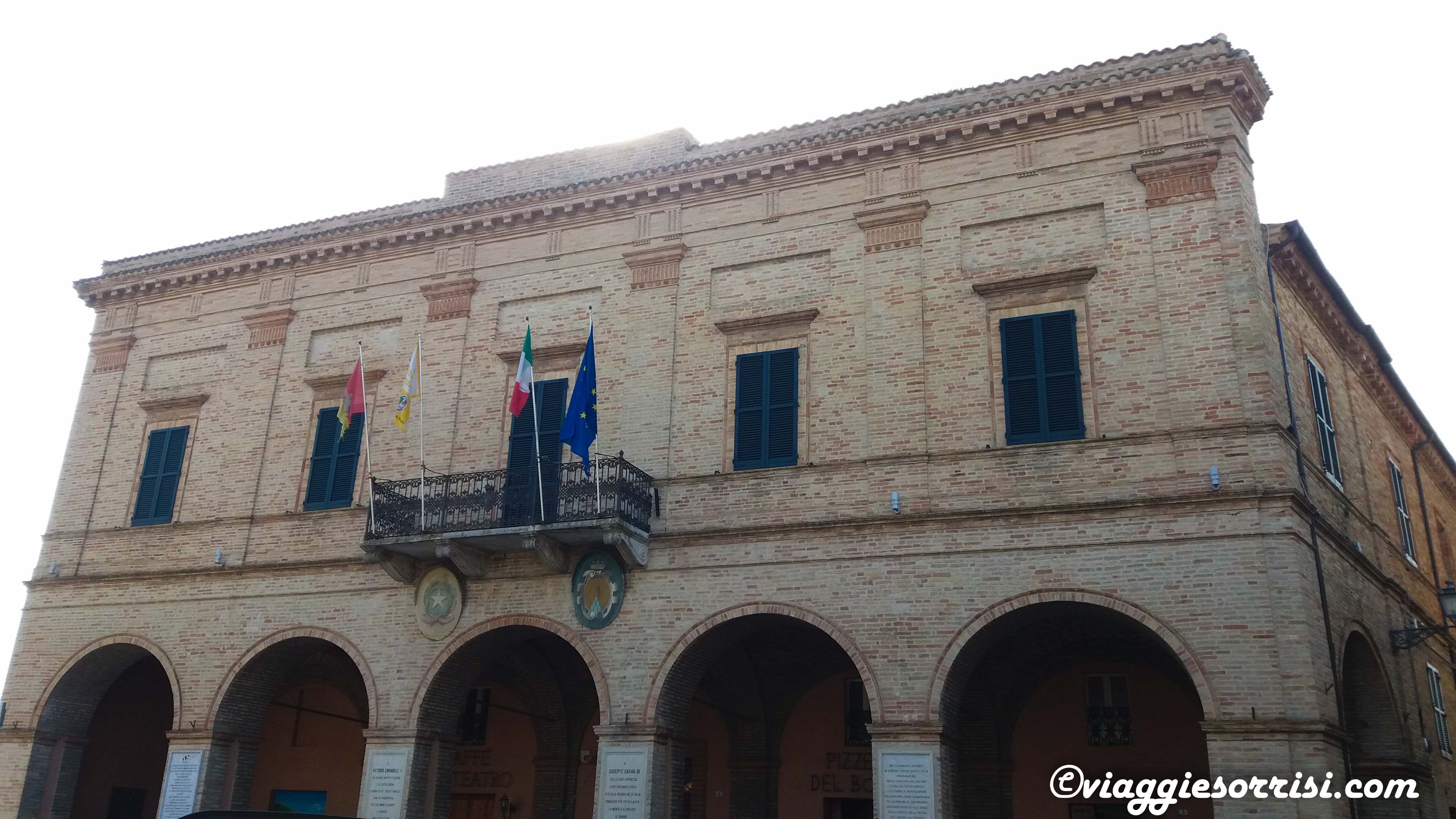palazzo comunale montelupone