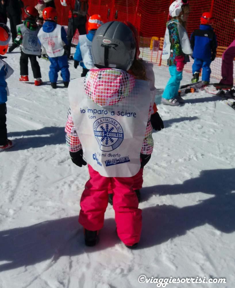 Bambini primi passi sugli sci