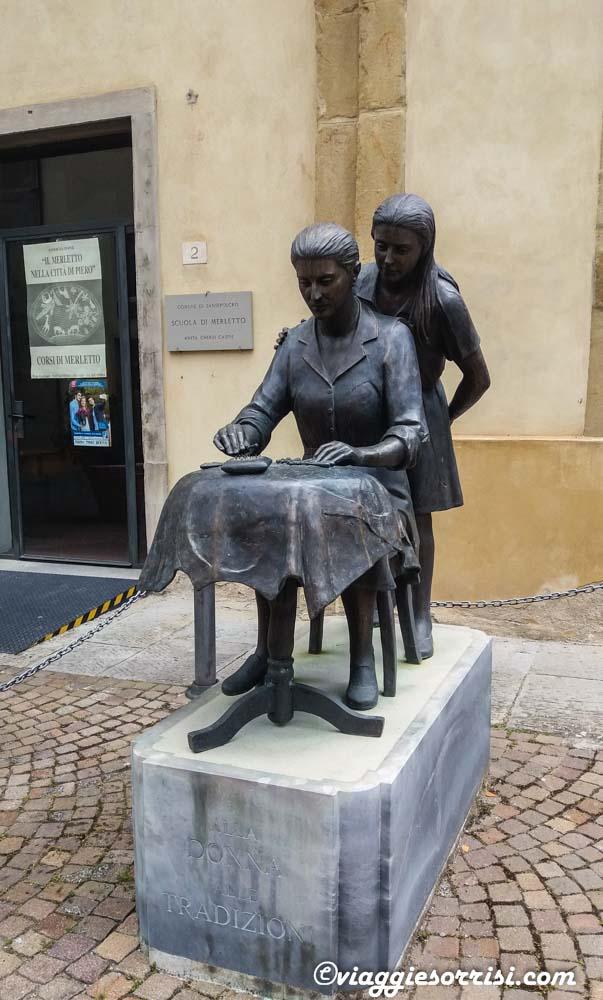 La statua dedicata al Merletto - Sansepolcro
