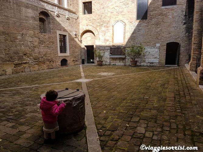 Nel cortile della Rocca Roveresca di Senigallia