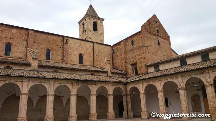abbazia santa maria in castagnola chiaravalle chiostro