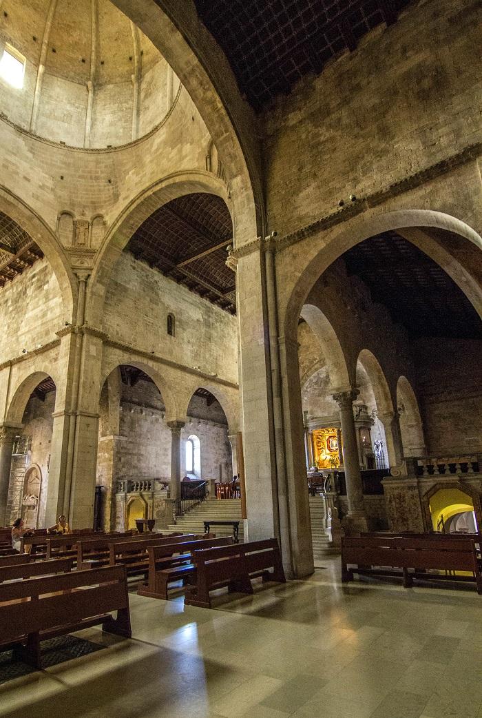 Il Duomo di San Ciriaco, una delle chiese medievali più belle d'Italia - Viaggi e Sorrisi