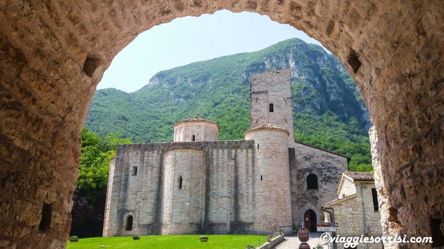 abbazia di san vittore leggenda grotta infinito