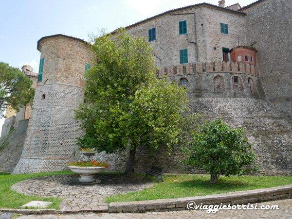 castello monte roberto