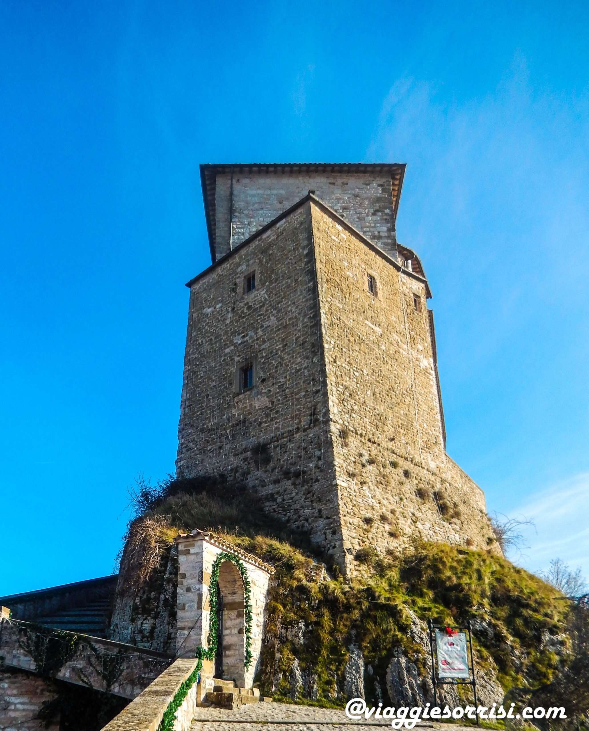 frontone castello